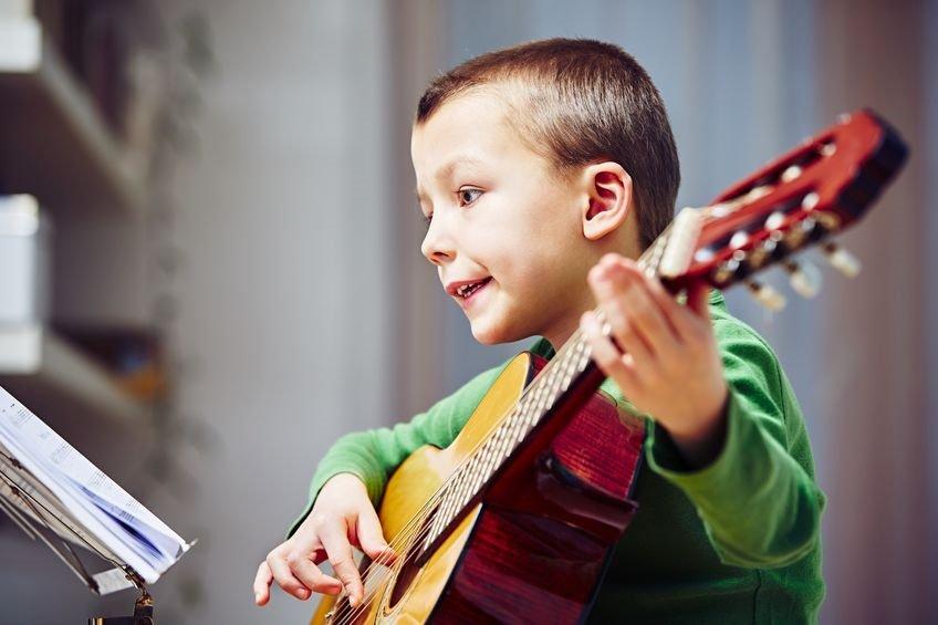 Hilfe wie kaufe ich die erste Gitarre für mein Kind